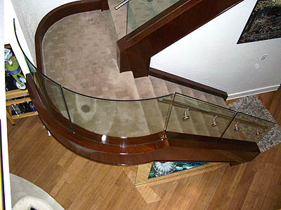 Flat and bent glass railing